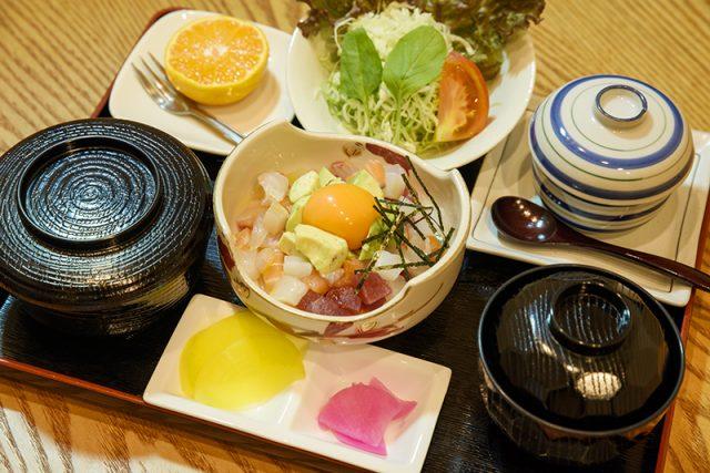 アボガド海鮮ユッケ定食 1,280円