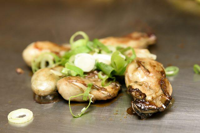牡蛎の鉄板焼き
